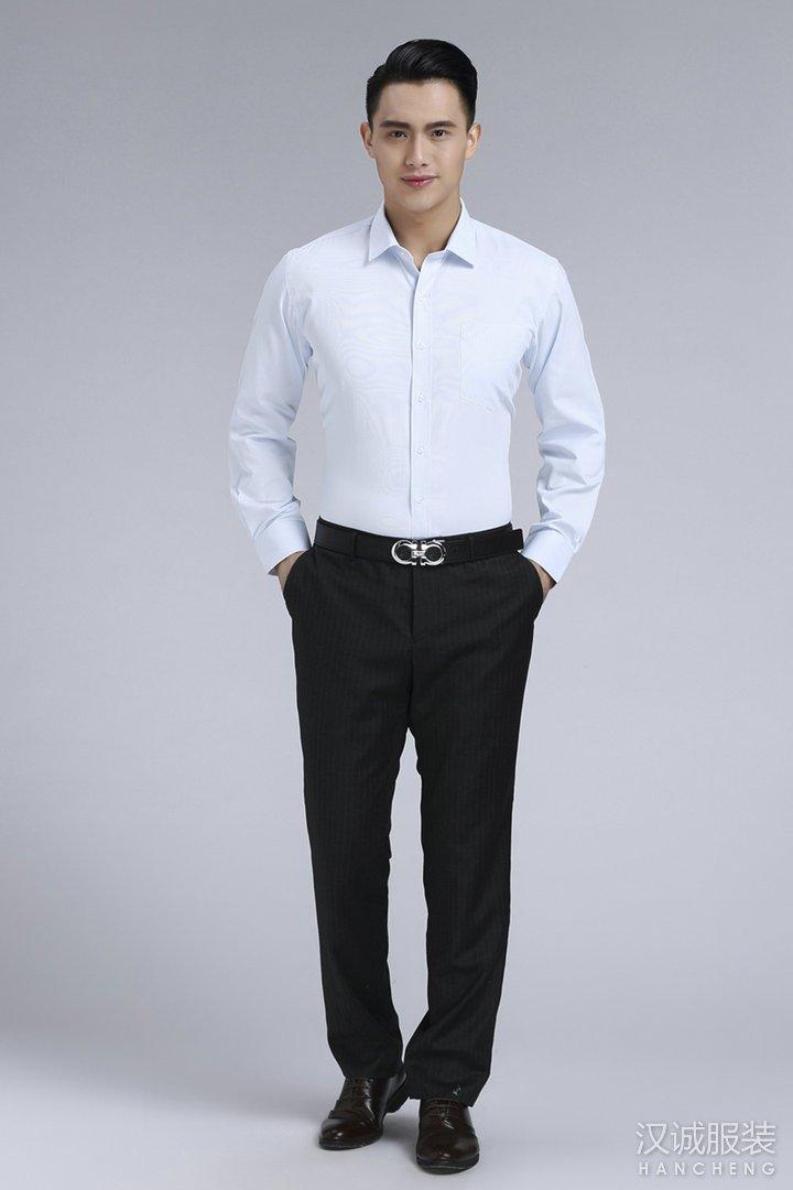 浅蓝色职业vwin官方网站长袖衬衫德赢vwin官网1